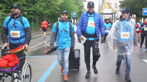 Michael Hagmann, who suffers from a degenerative muscle disease, completed a 7km leg of the Zurich marathon