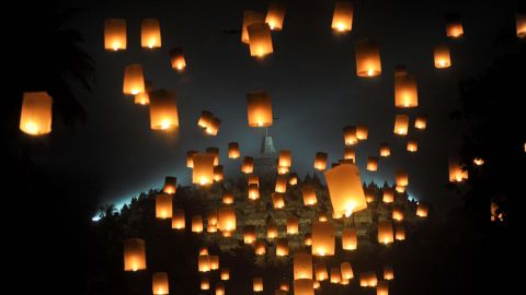 <strong>Magelang, Indonesia: </strong>On May 18, sky lanterns are released during Vesak Day celebrations. Vesak Day commemorates Buddha's birth, enlightenment and death. <br />