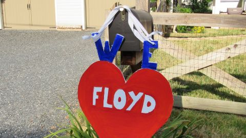 Many of the neighbors decorated their mailboxes in Martin's honor on his last day on the job.