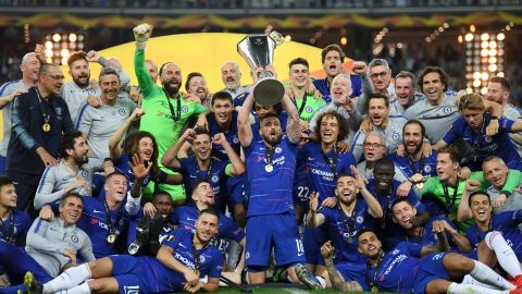 Chelsea lifts the UEFA Europa League Trophy after beating Arsenal.
