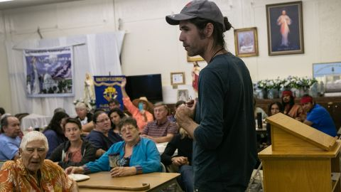 Scott Warren spoke at a community meeting to discuss federal charges against him for providing food and shelter to undocumented immigrants on May 10 in Ajo, Arizona.