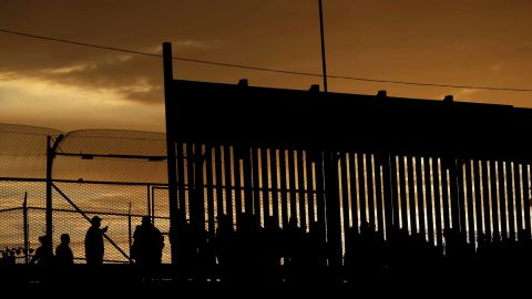 Migrants listen to U.S. Customs and Border Protection (CBP) officials after crossing illegally into the United States to request asylum in El Paso, Texas, U.S., in this picture taken from Ciudad Juarez, Mexico, April 5, 2019. REUTERS/Jose Luis Gonzalez