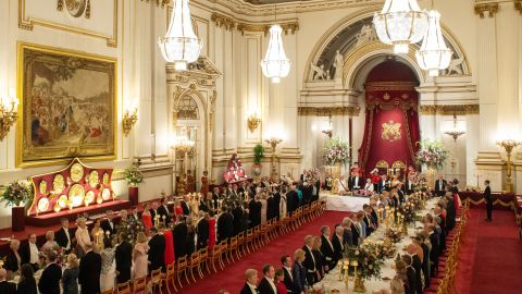 """The state banquet had a few hundred guests, <a href=""""https://www.cnn.com/2019/06/04/politics/trump-family-royal-family-status/index.html"""" target=""""_blank"""">including several of Trump's children.</a>"""