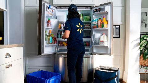 Walmart employees will deliver grocieries straight to customers' fridges.