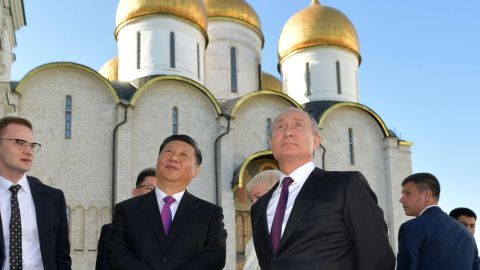 Russian President Vladimir Putin and his Chinese counterpart Xi Jinping tour the Kremlin following their talks, Moscow, June 5.