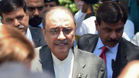 Former Pakistani President and the co-chairperson of Pakistan People's Party (PPP) Asif Ali Zardari (2L) arrives for his bail appeal at Islamabad High Court on June 10, 2019. - The Islamabad High Court has rejected an application seeking extension in the pre-arrest bails of PPP co-chairman Asif Ali Zardari and his sister Faryal Talpur in the fake accounts case. (Photo by FAROOQ NAEEM / AFP)        (Photo credit should read FAROOQ NAEEM/AFP/Getty Images)