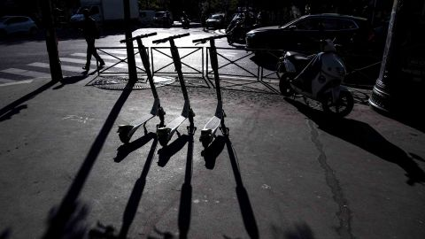 Electric scooters of the US company Lime are pictured on a sidewalk in Paris during their launching day on June 22, 2018. (Photo by Christophe ARCHAMBAULT / AFP)        (Photo credit should read CHRISTOPHE ARCHAMBAULT/AFP/Getty Images)