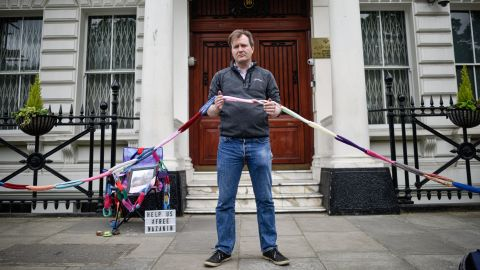 Richard Ratcliffe has begun a hunger strike outside the Iranian embassy in London in solidarity with his wife, Nazanin Zaghari-Ratcliffe.