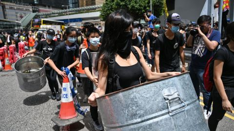 Protesters occupy a main road outside the government headquarters in Hong Kong on June 21, 2019. - Hundreds poured into Hong Kong's main government complex early on June 21 to stage a demonstration over the pro-Beijing leadership's snub of demands by protesters who have rocked the city with huge rallies to oppose a proposed law that would have enabled extraditions to the Chinese mainland. (Photo by HECTOR RETAMAL / AFP)        (Photo credit should read HECTOR RETAMAL/AFP/Getty Images)