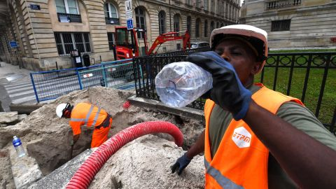 A worker drinks water while working on June 24, 2019 in Bordeaux, western France, as temperatures soar to 35 degrees Celsius. - Up to 40 degrees celsius during the day, 25 at night: France will know this week a heat wave exceptional in its precocity and intensity, warns on June 21, 2019 Meteo-France, saying that the heat waves are multiplying with the global warming. (Photo by MEHDI FEDOUACH / AFP)        (Photo credit should read MEHDI FEDOUACH/AFP/Getty Images)