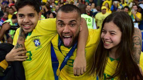 Brazil's Dani Alves (C) celebrates with his daughter Victoria and his son Daniel after winning the Copa America.