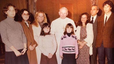 Pope John Paul II with Emanuela Orlandi (pink sweater, center), and (from right) her brother Pietro, father Ercole, and mother Maria.