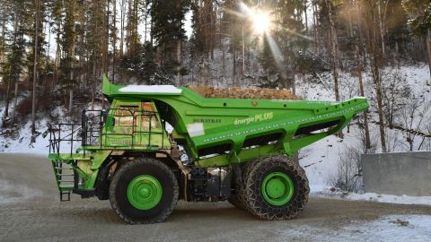 It delivers 60 tons of lime and marl from the quarry.