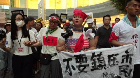 hong kong protest tactics Paula hancocks pkg vpx _00023720.jpg
