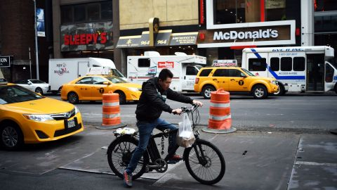 A man delivers food in New York. (Jewel Samad/AFP/Getty Images)