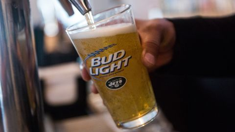 NEW YORK, NY - OCTOBER 09:  A bud light beer is poured from the tap at a bar on October 9, 2015 in New York City. Budweiser's parent company AB InBev is attempting to buy SABMiller.  (Photo by Andrew Burton/Getty Images)