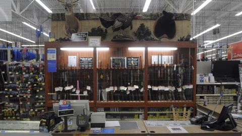 """USA, Virginia, Augusta County, Supermarkt, Walmart, Waffen, Waffenabteilung, Waffengesetze, Waffenrecht, Jagdabteilung, Jagd, Waffenverkauf, Theke, 20.04.2012Walmart hunting department.""""The Spring Gobbler"""" turkey hunting season in Augusta County, Virginia with Max Rowe, 42, of the Cable TV hunting programme """"Just Kill'n Time TV"""", and Freddy McGuire, who, according to Max, is """"the best Turkey hunter I know"""".The turkey season starts in mid-April and lasts for six weeks."""