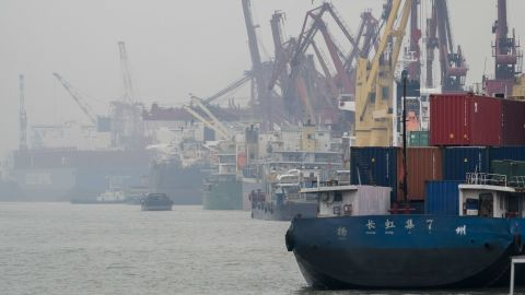Cranes are discharging containers from a cargo ship at Nantong Port.  As a big country of container manufacturing, China's great output has brought huge VOCs emissions. To solve the VOCs pollution problem, China will soon introduce the national standard for controlling the air pollutant emission in this industry.