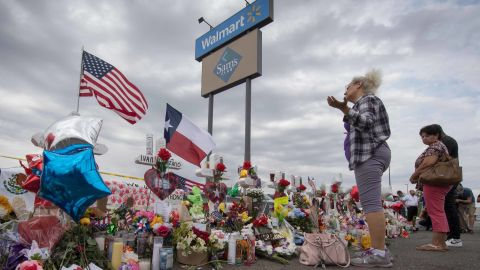 A woman prays at a makeshift memorial for shooting victims at the  Cielo Vista Mall Walmart, in El Paso, Texas, on August 6, 2019. - The August 3 shooting left 22 people dead. US President Donald Trump will visit the Texan border city August 7, and will also travel to Dayton, Ohio where a second mass shooting early August 4 left another nine dead. (Photo by Mark RALSTON / AFP)        (Photo credit should read MARK RALSTON/AFP/Getty Images)