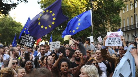 """Demonstrators wave European Union flags and hold placards as they protest outside of Downing Street in London on August 28, 2019. - British Prime Minister Boris Johnson sparked fury Wednesday among pro-Europeans and MPs opposed to a no-deal Brexit by forcing the suspension of parliament weeks before Britain's EU departure date. The pound slid on the surprise news, which opponents branded a """"coup"""" and a """"declaration of war"""" but Johnson claimed was necessary to allow him to pursue a """"bold and ambitious"""" new domestic legislative agenda. (Photo by DANIEL SORABJI / AFP)        (Photo credit should read DANIEL SORABJI/AFP/Getty Images)"""