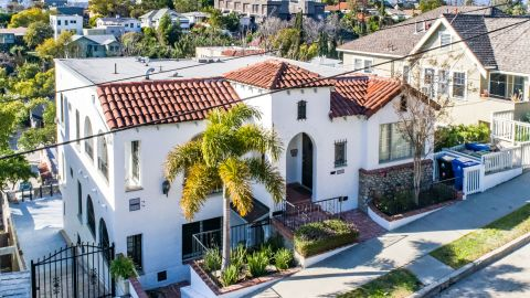 A one-bedroom in this four-unit tenancy in common property in Angelino Heights sold for $535,000.