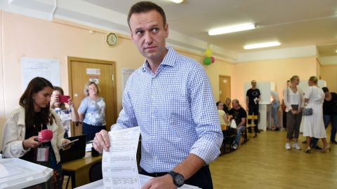 Russian opposition activist Alexei Navalny casts his vote at a polling station during to the Moscow city Duma election in Moscow on September 8, 2019. - Russians vote in local and regional elections on September 8, 2019. (Photo by Vasily MAXIMOV / AFP)        (Photo credit should read VASILY MAXIMOV/AFP/Getty Images)