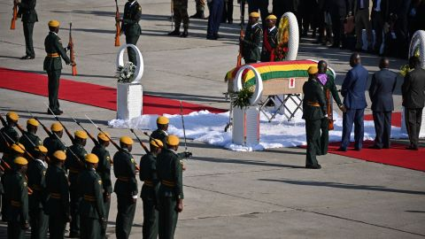 Soldiers welcome Mugabe's body at the airport in Harare