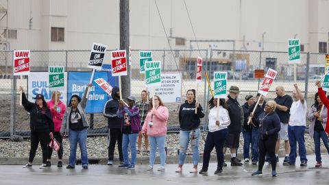 FLINT, MI - SEPTEMBER 16: United Auto Workers (UAW) members picket at a gate at the General Motors Flint Assembly Plant after the UAW declared a national strike against GM at midnight on September 16, 2019 in Flint, Michigan. Nearly 50,000 members of the United Auto Workers went on strike after their contract expired and the two parties could not come to an agreement. (Photo by Bill Pugliano/Getty Images)
