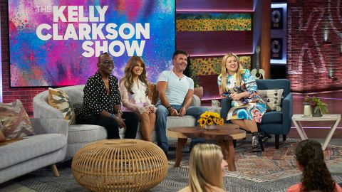 THE KELLY CLARKSON SHOW -- Episode 3015 -- Pictured: (l-r) Randy Jackson, Paula Abdul, Simon Cowell, Kelly Clarkson -- (Photo by: Adam Torgerson/NBCUniversal)