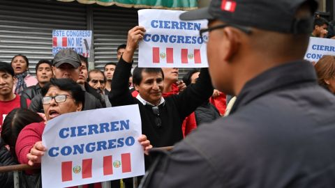 Protesters demand the dissolution of the congress and demonstrate against lawmakers in Lima on September 30, 2019.