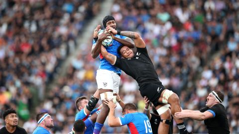 Tjiuee Uanivi of Namibia and Shannon Frizell of New Zealand compete at a line out.