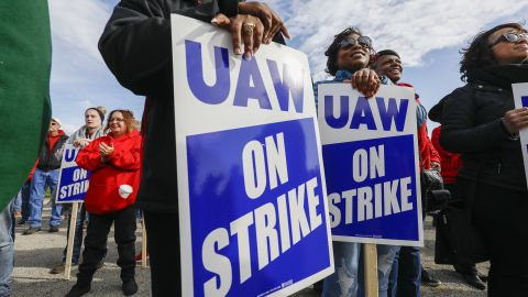 FLINT, MI - OCTOBER 13: United Auto Workers union members and their families rally near the General Motors Flint Assembly plant on Solidarity Sunday on October 13, 2019 in Flint, Michigan. The UAW strike of GM enters its fifth week at midnight tonight, the union's longest national strike since 1970. The strike by approximately 50,000 UAW members has caused the shut down of 33 manufacturing plants. (Photo by Bill Pugliano/Getty Images)