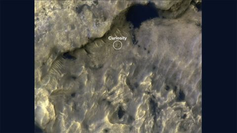 Curiosity makes tracks on Mars.
