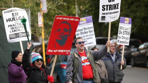 Teachers picket at Joyce Kilmer Elementary School on the second day day of a teacher strike in Chicago, Illinois, U.S., October 18, 2019.  REUTERS/John Gress