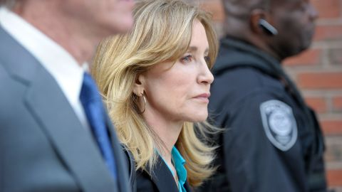 TOPSHOT - Actress Felicity Huffman exits the courthouse after facing charges for allegedly conspiring to commit mail fraud and other charges in the college admissions scandal at the John Joseph Moakley United States Courthouse in Boston on April 3, 2019. (Photo by Joseph Prezioso / AFP)        (Photo credit should read JOSEPH PREZIOSO/AFP/Getty Images)