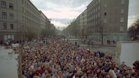 Thousands of people pass through a checkpoint at Bernauer Strasse, Berlin, on November 12, 1989.