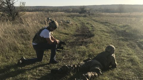 Ukrainian soldiers are trained by Americans in the west of the country.