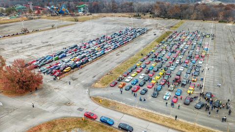 Thousands of car owners gathered in Missouri to fulfill a 14-year-old boy's last wish for sports car funeral procession.