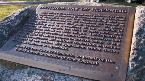 A plaque on Cole's Hill in Massachusetts recognizes the counter-commemoration on Thanksgiving.