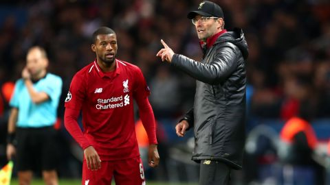 PARIS, FRANCE - NOVEMBER 28:  Jurgen Klopp, Manager of Liverpool speaks to Georginio Wijnaldum of Liverpool during the UEFA Champions League Group C match between Paris Saint-Germain and Liverpool at Parc des Princes on November 28, 2018 in Paris, France.  (Photo by Clive Rose/Getty Images)
