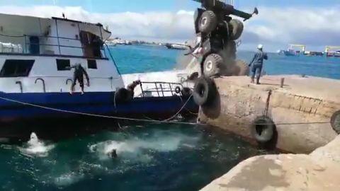 Crane collapse Galapagos