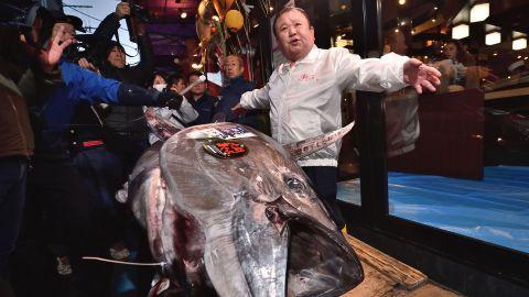 Kiyoshi Kimura (R), President of Kiyomura Corp., the Tokyo-based operator of sushi restaurant chain Sushizanmai, displays a 276-kilogram bluefin tuna that fetched 193.2 million yen (1.8 million USD) at his main restaurant in Tokyo on January 5, 2020 after the New Year's auction at Toyosu fish market.