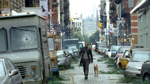 I AM LEGEND, Will Smith, 2007. Warner Bros/Everett Collection