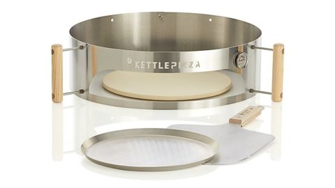 KettlePizza Deluxe USA Outdoor Pizza Oven Kit
