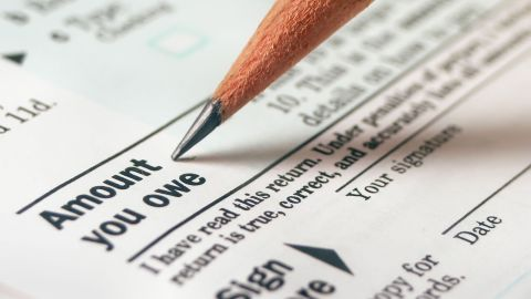 Even though you won't have 20% of your 401(k) distribution withheld for taxes, you still owe them.