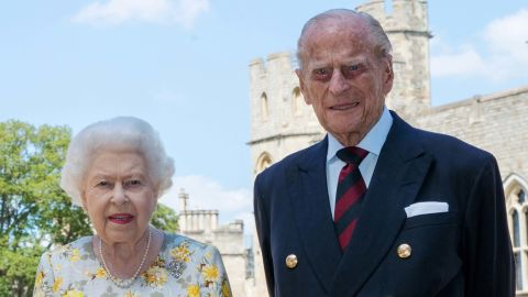 """The Queen and <a href=""""http://www.cnn.com/2012/06/05/world/gallery/prince-philip/index.html"""" target=""""_blank"""">Prince Philip</a> pose for a photo in June 2020, ahead of Philip's 99th birthday."""