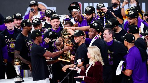 LAKE BUENA VISTA, FLORIDA - OCTOBER 11: The Los Angeles Lakers celebrate with the trophy after winning the 2020 NBA Championship Final over the Miami Heat in Game Six of the 2020 NBA Finals. (Photo by Douglas P. DeFelice/Getty Images)
