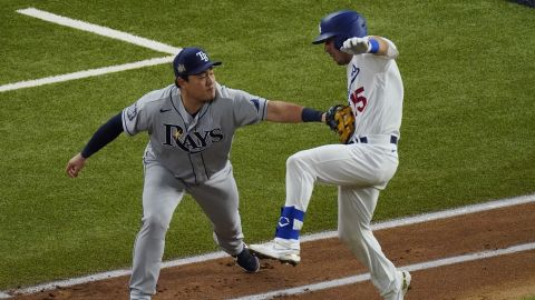 Tampa Bay Rays first baseman Ji-Man Choi tags out Los Angeles Dodgers' Austin Barnes during the third inning.