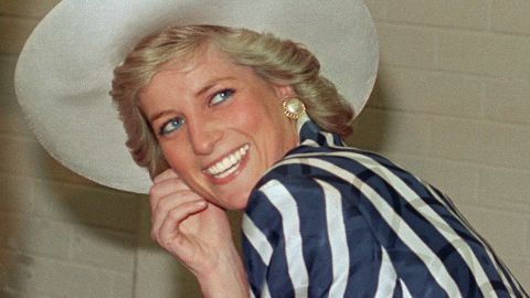 Princess of Wales Diana poses, 27 January 1988, during her visit to the Footscray Park in suburb of Melbourne. (Photo by PATRICK RIVIERE / AFP)        (Photo credit should read PATRICK RIVIERE/AFP via Getty Images)