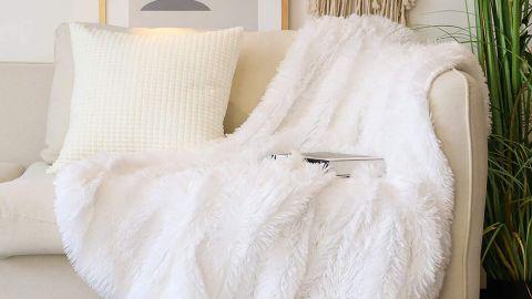 Tuddrom Decorative Extra-Soft Faux Fur Throw Blanket